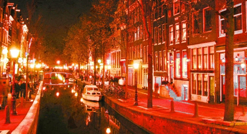 De Wallen - Red Light District in Amtserdam_Fotor