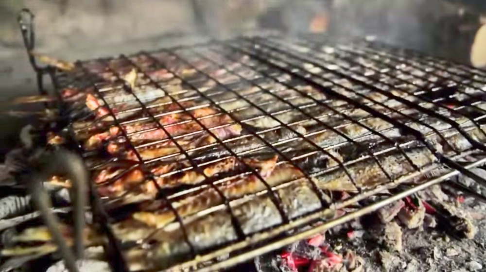 Sardines, frying away... (Photo: YouTube Screenshot / Travel Channel)