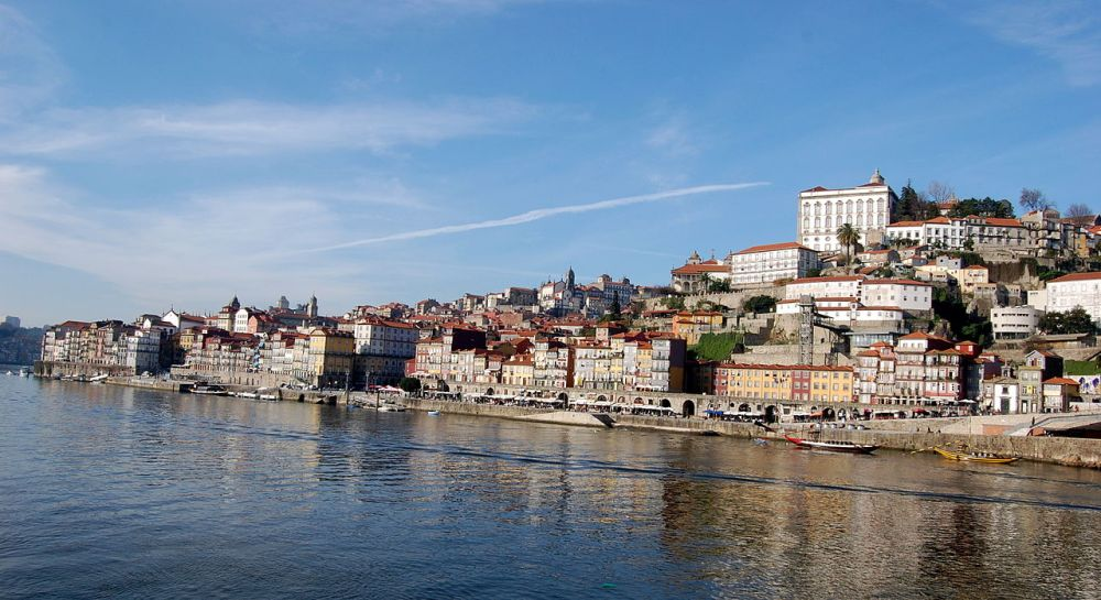 The Porto waterfront, in the River Douro. (Photo: Wikimedia Commons, author Lucash)